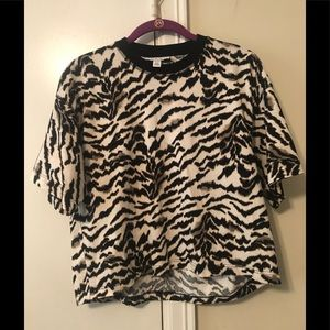 Topshop relaxed tiger print short sleeve top XS